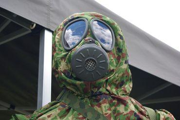 800px-jgsdf_gas_mask_20100610-2